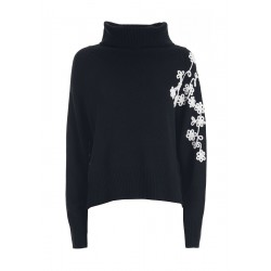 Pullover by XT Studio