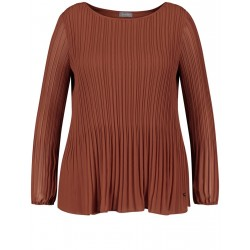 Slightly flared pleated blouse by Samoon