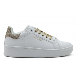 Sneaker with gold details by Benetton