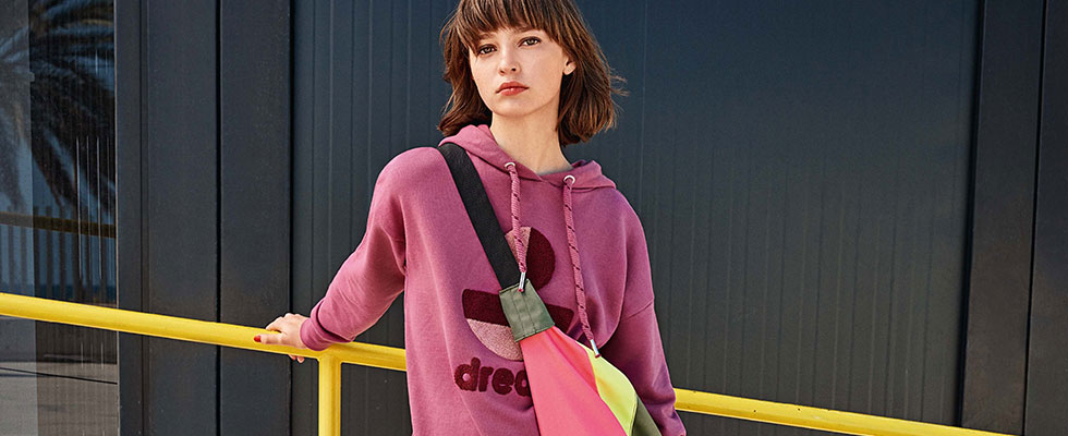 Sweatshirts & Sweatjackets